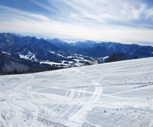 Great Resorts for First Time Snowboarders around Yuzawa
